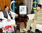 اسلام آباد: صدر مملکت ممنون حسین سے صدر نیشنل ڈیفنس یونیورسٹی لیفٹیننٹ ..