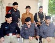 پشاور: ایس پی رولر شاکر خان بنگش چمکنی تھانہ میں پریس کانفرنس سے خطاب ..