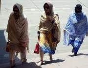 لاہور: خواتین اراکین پنجاب اسمبلی اجلاس میں شرکت کے لیے آ رہی ہیں۔