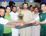 پشاور: سپورٹس فار پیس فیسٹیول کے فاتح کھلاڑیوں کو مہمان خصوصی شاہد ..