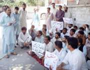 مظفر آباد: ٹیوٹا ملازمین مطالبات کے حق میں احتجاج کر رہے ہیں۔