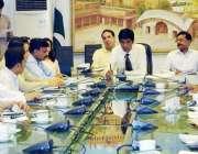 لاہور: ڈی سی لاہور کیپٹن (ر) محمد عثمان رمضان بازاروں کے انتظامات کے ..