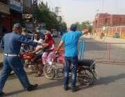 لاہور: چیف ٹریفک آفیسر کی ہدایت پر مال روڈ پر احتجاج کے دوران ٹریفک ..