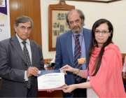 لاہور: چیئرمین ہائر ایجوکیشن کمیشن پروفیسر ڈاکٹر نظام الدین اور وائس ..