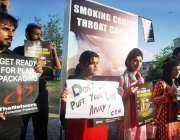 اسلام آباد: کنزیومر نیٹ ورک پروٹیکشن کے کارکنان نیشنل پریس کلب کے سامنے ..