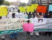 کراچی: ٹیچرز ایسوسی ایشن کے زیر اہتمام مطالبات کے حق میں کراچی پریس ..
