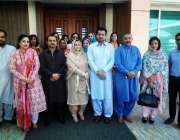 راولپنڈی: پی ٹی آئی خواتین ونگ کے اجلاس کے موقع پر گروپ فوٹو۔