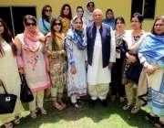 لاہور: سابق گورنر پنجاب چوہدری محمد سرور اور ان کی اہلیہ پروین سرور ..