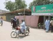 لاہور: شالامار ٹاؤن میں قائم کیے گئے سستے رمضان بازار کا بیرونی منظر ..