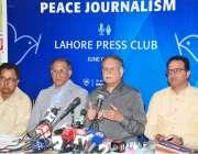 لاہور: وفاقی وزیر اطلاعات و نشریات سینیٹر پرویز رشید پریس کلب میں میڈیا ..