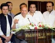 """لاہور: تحریک انصاف کے رہنما و سابق گورنر پنجاب چوہدری محمد سرور """"فیوچر .."""