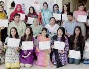 لاہور: قصر بہبود وومن سینٹر میں تین روزہ ڈرائنگ ورکشاپ کے اختتام کے ..