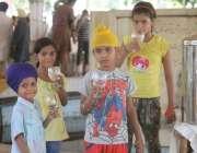 لاہور: گولڈن ٹیمپل پر حملے کے خلاف احتجاج میں شریک بچے گرمی میں پیاس ..