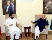 لاہور: تحریک انصاف کے رہنما و سابق گورنر پنجاب چوہدری محمد سرور سے پارٹی ..