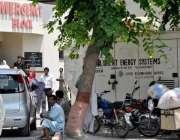 راولپنڈی: بی بی ایچ ہسپتال انتظامیہ کی نا اہلی، ایمر جنسی کے آگے گاڑیاں ..