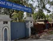 لاہور: سیکیورٹی کے پیش نظر گورنمنٹ پائلٹ ہائی سکول کی دیوار اونچی کی ..