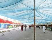 لاہور: دوپہر کے وقت شدید گرمی اور دھوپ کے باعث شادمان رمضان بازار گاہک ..