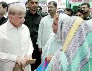 لاہور: وزیر اعلیٰ پنجاب محمد شہباز شریف لندن سے واپسی کے بعد ٹاؤن شپ ..