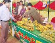 لاہور: کمشنر لاہور ڈویژن عبداللہ خان سنبل رمضان بازار چونیاں کا دورہ ..