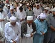پشاور: رمضان المبارک کے پہلے جمعةالمبارک کے موقع پر سنہری مسجد میں ..