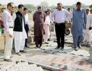 لاہور: کمشنر لاہور ڈویژن عبداللہ خان سنبل گریٹر اقبال پارک میں ترقیاتی ..