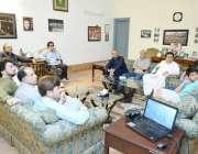 اسلام آباد: چیئرمین پاکستان تحریک انصاف عمران خان بنی گالہ میں میڈیا ..