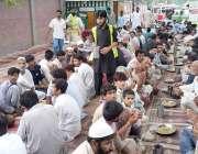 لاہور: فلاح انسانیت فاؤنڈیشن کے دستر خوان پر جناح ہسپتال میں مریضوں ..