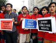 کراچی: لوکل این جی او کے کارکنان پریس کلب کے باہر چائلڈ لیبر کے خلاف ..
