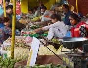 لاہور: چائلڈ لیبر کے خلاف عالمی دن کے موقع پر وحدت روڈ سستا رمضان بازار ..