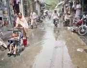 لاہور: باغبانپورہ شاہ عبدالغنی روڈ پر تین روز سے سیوریج کا گندا پانی ..