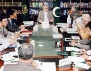 اسلام آباد: وفاقی وزیر خزانہ سینیٹر اسحاق ڈار بجٹ سے متعلق اجلاس کی ..