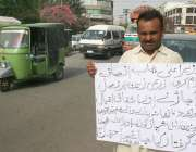 لاہور: سانگلہ ہل کا رہائشی اپنے مطالبات کے حق میں پریس کلب کے باہر احتجاج ..