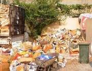 راولپنڈی: سستا رمضان بازار میں خالی ہونیوالے کریٹو ں کو جمع کیا گیا ..