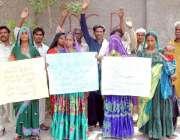 حیدر آباد: سماروکے رہائشی لڑکی اغواء کے خلاف احتجاجی مظاہرہ کر رہے ..
