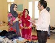 مظفر آباد: مستحق افراد کے لیے مفت اشیاء کی فراہمی کے حوالے سے طالبات ..