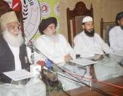 لاہور: تحریک لبیک یا رسول اللہ کے مرکزی قائد پیر محمد افضل قادری پریس ..