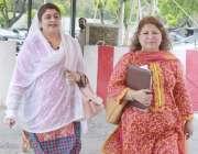 لاہور: خواتین اراکین فائزہ ملک اور سعدیہ سہیل رانا پنجاب اسمبلی کے ..