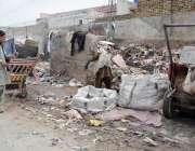 کوئٹہ: کواری روڈ پر پڑا کچرے کا ڈھیر انتظامیہ کا منہ چڑا رہا ہے۔