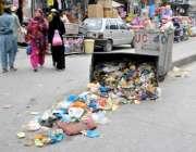راولپنڈی: موتی بازار کے باہر کوڑا نہ اٹھائے جانے کی وجہ سے خریداری کے ..