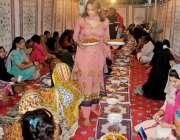 راولپنڈی: کینٹ کے علاقہ میں خواجہ سرا افطاری کی تیاریوں میں مصروف ہیں۔