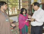 قصور: ڈی سی او عمارہ خان ڈی ایچ کیو ہسپتال دورہ کے موقع پر ایمرجنسی میڈیسن ..