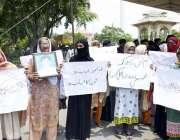 لاہور: قصور کے رہائشی فیصل چوک میں اپنے مطالبات کے حق میں احتجاجی مظاہرہ ..