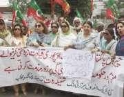 لاہور: تحریک انصاف مینارٹی ونگ پنجاب کے زیر اہتمام پریس کلب کے باہر ..