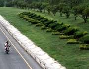 اسلام آباد: سیونتھ ایریا روڈ کنارے سجائے گئے پودوں کا خوبصورت منظر۔