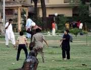 اسلام آباد: گرین ایریا میں لڑکے ہینڈ بال کھیلتے ہوئے۔