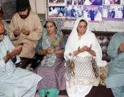 کراچی: پاکستان پیپلز پارٹی کے ناہید خان اور صفدر عباسی عبدالستار ایدھی ..