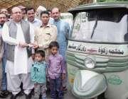 لاہور: صوبائی وزیر ایکسائز اینڈ ٹیکسیشن مجتبیٰ شجاع الرحمن مستحق بیروزگار ..