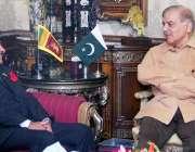 لاہور: وزیر اعلیٰ پنجاب محمد شہباز شریف سے سری لنکا کے ہائی کمشنر میجر ..