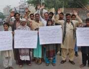 لاہور: مریدکے کے رہائشی اپنے مطالبات کے حق میں احتجاج کر رہے ہیں۔