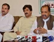 کوئٹہ: پاکستان تحریک انصاف بلوچستان کے سینئر نائب صدر میر اسماعیل لہڑی ..